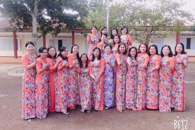 lễ kỉ niệm chào mừng ngày 20/11 của trường tiểu học Nơ Trang Lơng năm học 2019-2020